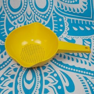 Vintage Tupperware Colander Yellow 1200-4